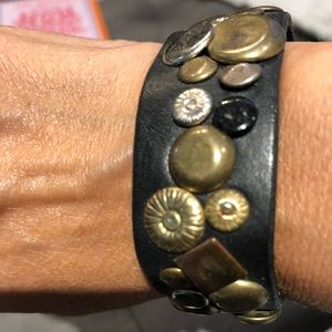 Jewelry - Black leather hammered metals bracelet